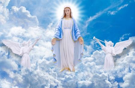 vierge marie: Mary sur le ciel Banque d'images