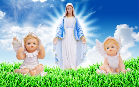 Mary and little angels Stock Photo - 14396469