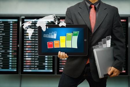 agente comercial: Dispositivos digitales inteligentes para reportar todos los datos Foto de archivo