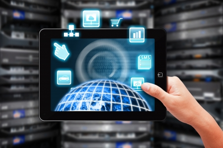 rechenzentrum: Tablet und Dateisystem im Rechenzentrum Raum