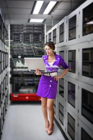 Programcı ve veri merkezi odada grafik monitör sistemi Stock Photo
