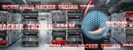 Virus prot�g� par programmeur dans la salle du centre de donn�es Banque d'images