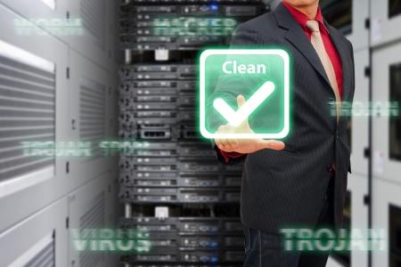 Programcı tüm virüs ve hacker dijital dünyayı korumak Stock Photo