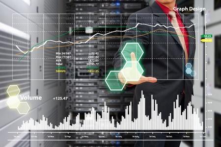 Veri merkezi odasına grafik raporu Akıllı el basın Stock Photo