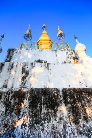pra: Pra That Phu Si in Laos