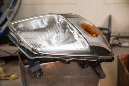 修理、研磨およびコーティング用車ヘッドライト 写真素材