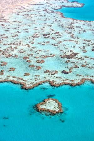 arrecife: Coraz�n de coral en la Gran Barrera de Coral, Queensland, Australia