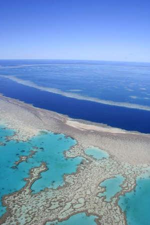Vue aérienne de la grande barrière de corail, loin au nord du Queensland, en Australie Banque d'images