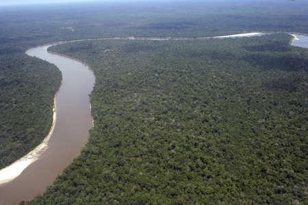 rio amazonas: Vista a�rea del r�o Amazonas sinuosas a trav�s de la selva amaz�nica de Per�, Am�rica del sur