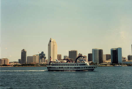 San Diego Skyline with Tour Boat Redakční