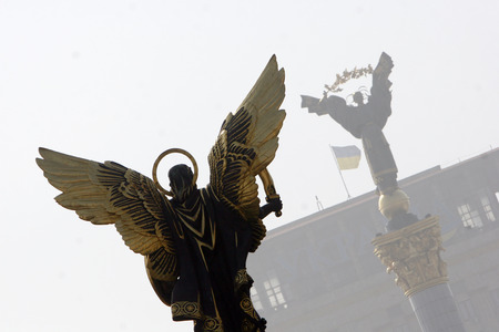 Monument of Angel in Kiev, independence square Banque d'images