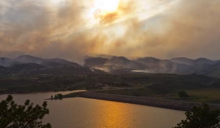 high park: Wildfire minaccia le case durante l'incendio High Park, nel nord Colorado giugno 2012