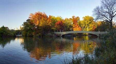 Central Park Colorful Fall Panoramic Landscape Scene à Manhattan, New York City