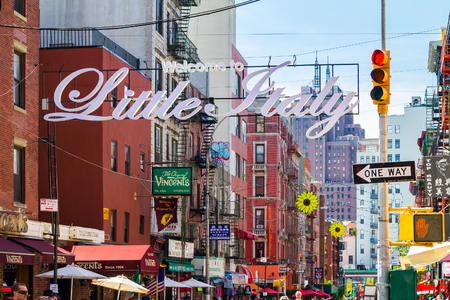 NEW YORK CITY, USA – AUGUST 21, 2015: The busy streets of Little Italy are crowded with tourists during an Italian summer street festival in Manhattan, New York City. Publikacyjne