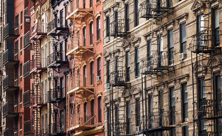 Gebäude entlang 3rd Street in der Nähe von Tompkins Square Park im East Village von Manhattan, New York City