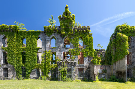 Old ruins of an abandoned small pox hospital on Roosevelt Island in New York City Stock Photo