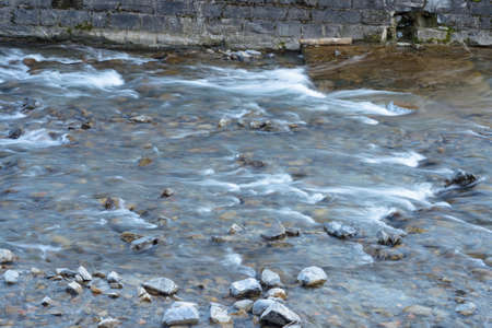 water flowing into a stream, long exposure, moving water effect Banque d'images