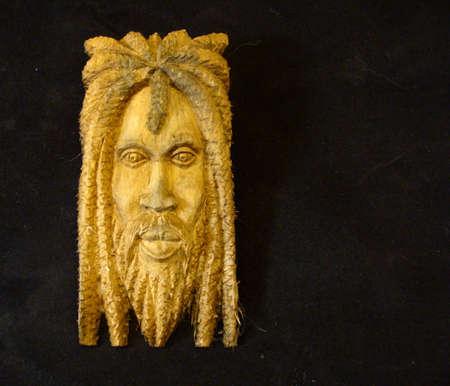 a bob: Talla de madera de un rastafari de Jamaica  Foto de archivo