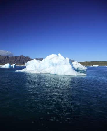 �ber Wasser: Eisberg gegen eine blauer Himmel Jokulsarlon Lagune Island