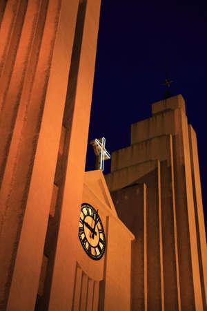 reykjavik: Hallgrimskirkja iglesia en la noche de Reykjavik Islandia  Foto de archivo