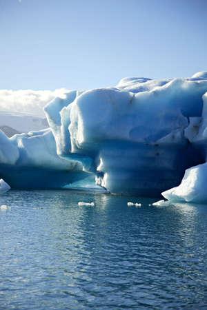 �ber Wasser: Massive Eisbergs Jokulsarlon Lagune Island  Lizenzfreie Bilder