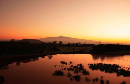 safari game drive: Supporto Kenia di alba in Africa