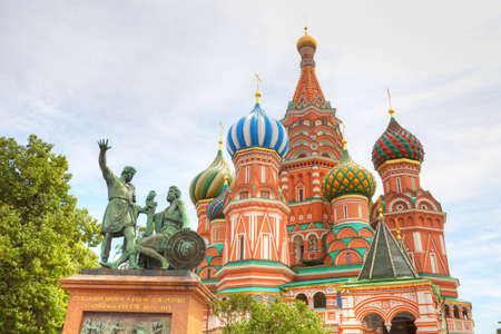 st basil s cathedral: Famous St  Basil s Cathedral in Red Square, Moscow, Russia