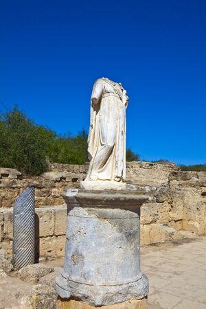 escultura romana: Antigua escultura romana en Salamina cerca de Famagusta en Chipre del Norte Foto de archivo