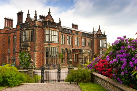 Historic Elizabethan Mansion and grounds in UK