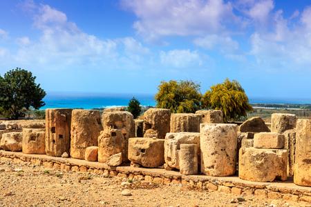 afrodita: Las piedras antiguas y las columnas son las partes conservadas del santuario de Afrodita en Kouklia, Chipre.