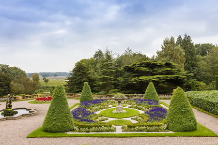 Formal garden at the historic Stately Hall in Cheshire, England. Banco de Imagens