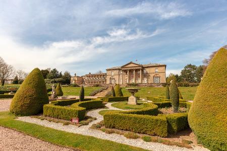 Maison seigneuriale anglaise historique et parc dans le Cheshire, au Royaume-Uni. Banque d'images