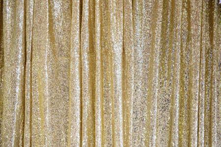 背景の黄金きらびやかなカーテン。 写真素材