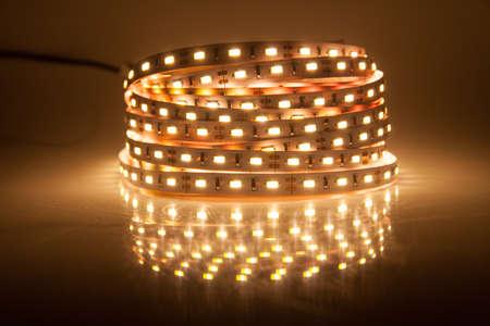 白熱の LED の花輪、ストリップ