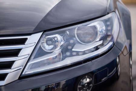 head light: Detalle de un coche moderno. Jefe de la luz