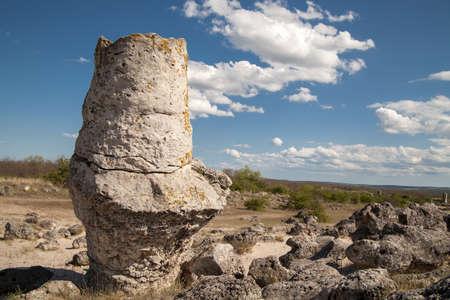 현상: Stone Forest near Varna, Bulgaria, Pobiti kamani, rock phenomenon