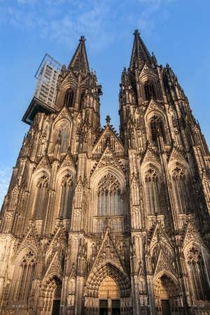 dom: Fa�ade de l'�glise Dom. La cath�drale de Cologne.