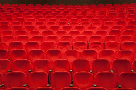 teatro: rojo asientos del cine o de teatro vacío Foto de archivo