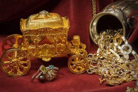 scrap trade: Mixed gold, silver and diamonds jewelery.