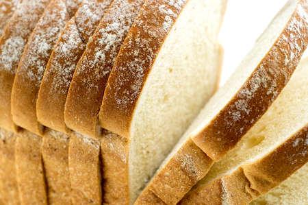 comiendo pan: Macro del primer de la barra de pan con rodajas