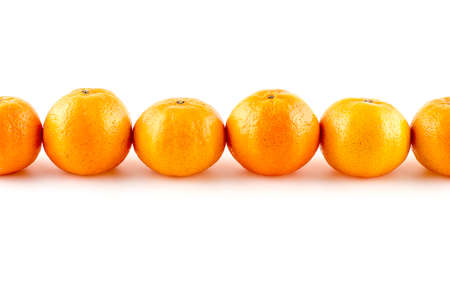 Line up of oranges with different shapes Imagens