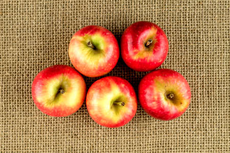 Pile of crunchy red apples Imagens