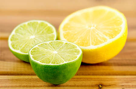 Green and yellow juicy citrus halves, shallow depth of field Imagens
