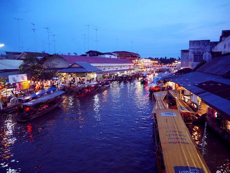 amphawa: Floating market at night in Amphawa, Thailand