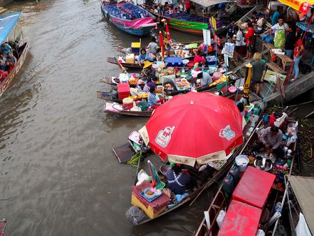 amphawa: Floating market in Damnernsaduek Amphawa floating market