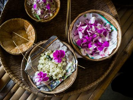 bloemenslinger maken die Malai in het Thais noemde.