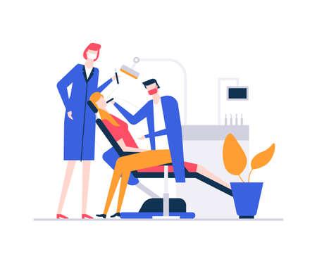 En el dentista - Ilustración de estilo de diseño plano colorido sobre fondo blanco. Una composición con una mujer en la silla, con dolor de muelas, un médico y una enfermera que tratan a un paciente. Concepto de salud