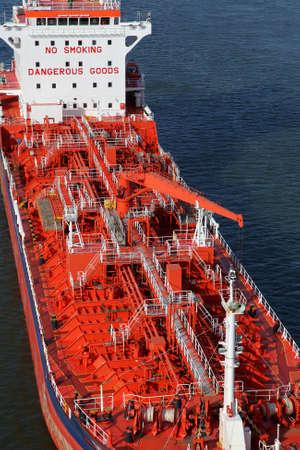 cami�n cisterna: petrolero en Kiel Canal, Alemania