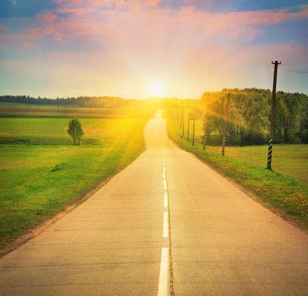 路在阳光下