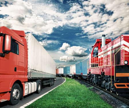 tehervonat és teherautó a szállítás fogalmának Stock fotó